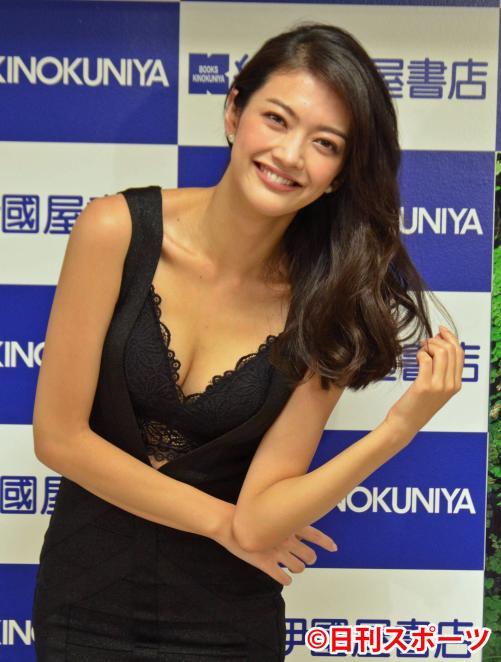 「パンツ下ろして」 9頭身女優・田中道子(27)、西田敏行に困惑