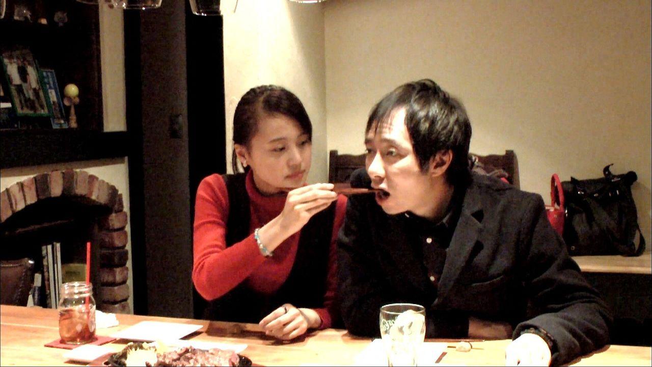 【俳優】いしだ壱成(43)、朝から宅配ピザとチキン 暴飲暴食で肌荒れ悪化 19歳新恋人との同棲の実態に密着