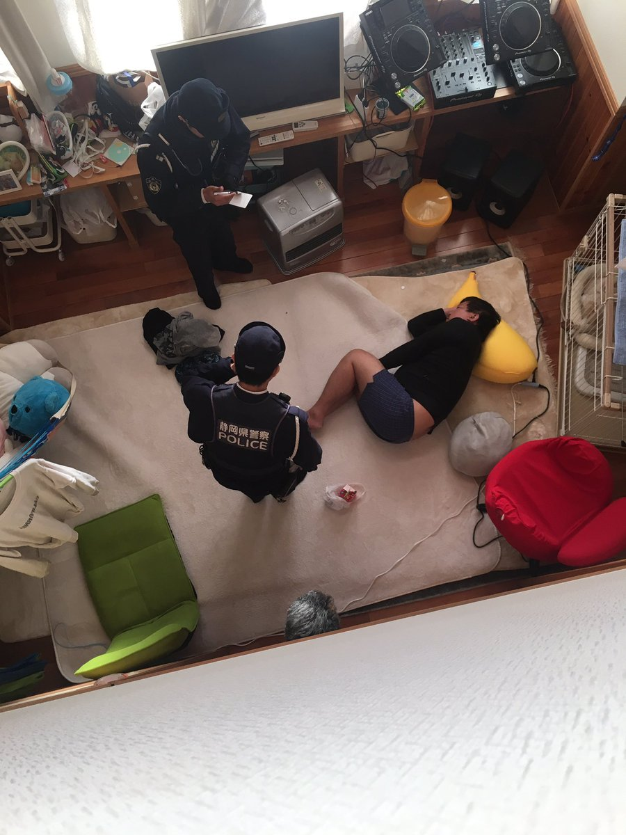 【画像】Twitter民「朝起きたら家族誰も知らない人居て速攻で警察呼んだ」