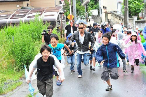【朗報】長渕剛さん、童心に帰る