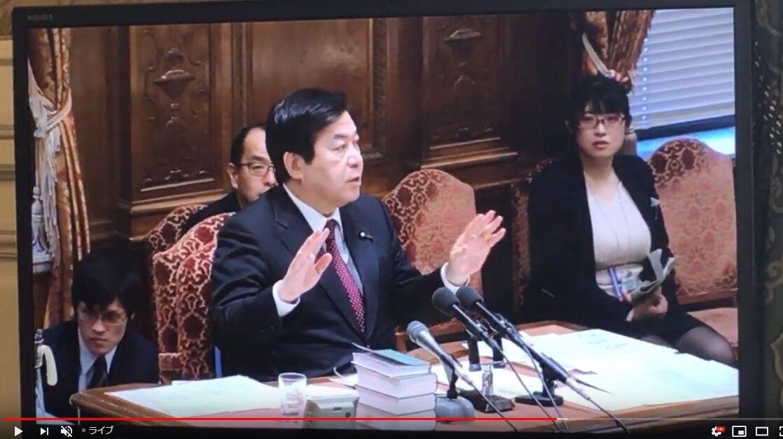 【画像】日本さん、国会に爆乳を入れてしまう