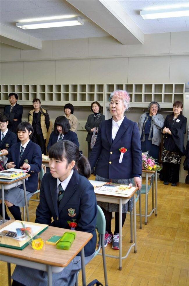 【朗報】72歳の女子高校生、無事卒業