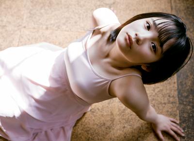 【芸能】 「隠し方がエッチ!」  『AKB48』 16歳の矢作萌夏がファンに大サービス