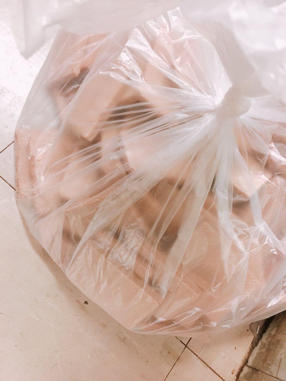 【悲報】キモオタさん、おまけの中身だけ抜いてウエハースを大量に捨ててしまう