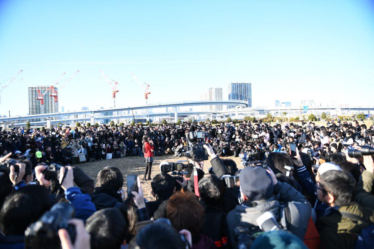 【画像】日本一のコスプレイヤーえなこさん、コミケで大量のカメコに囲まれるwwwwwwwwww