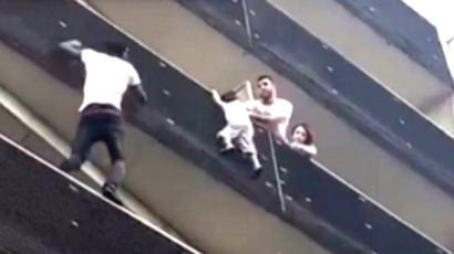 【かっこE】4歳児を救助したマリ移民の男性に称賛の声 ←スパイダーマンみたい