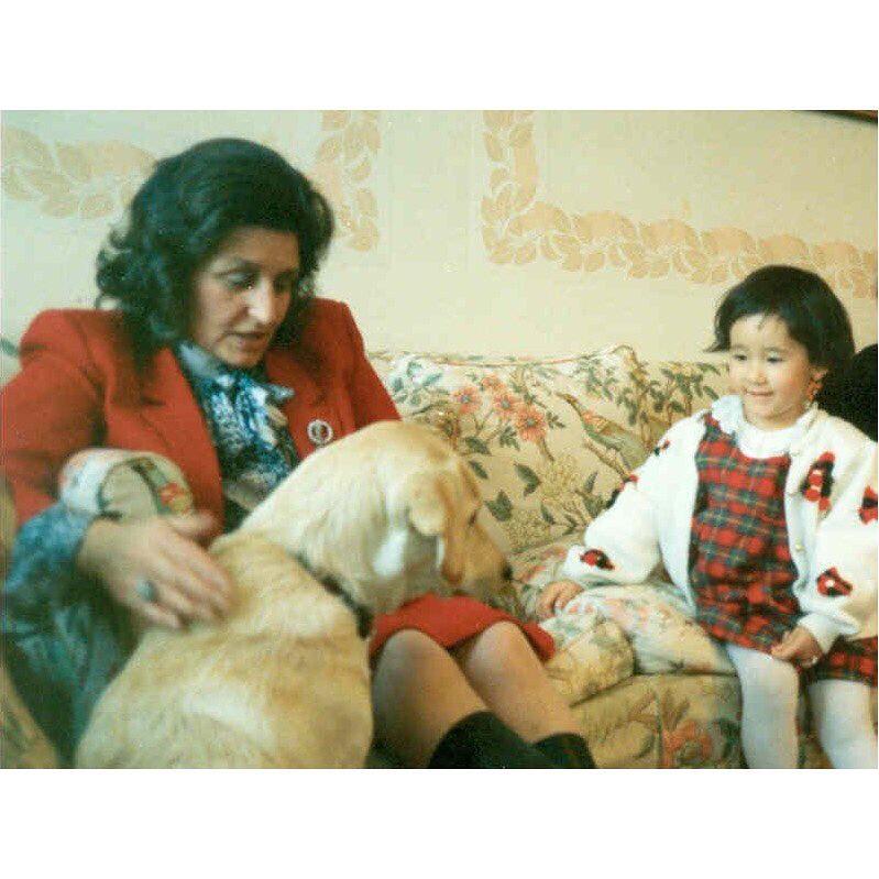木村カエラ、イギリス人祖母と並ぶ3歳当時の写真がこちらww