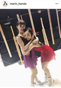 【フィギュアスケート】本田真凜、村上佳菜子に抱きつき2ショットが「可愛いすぎ」「妹感すごい」と反響