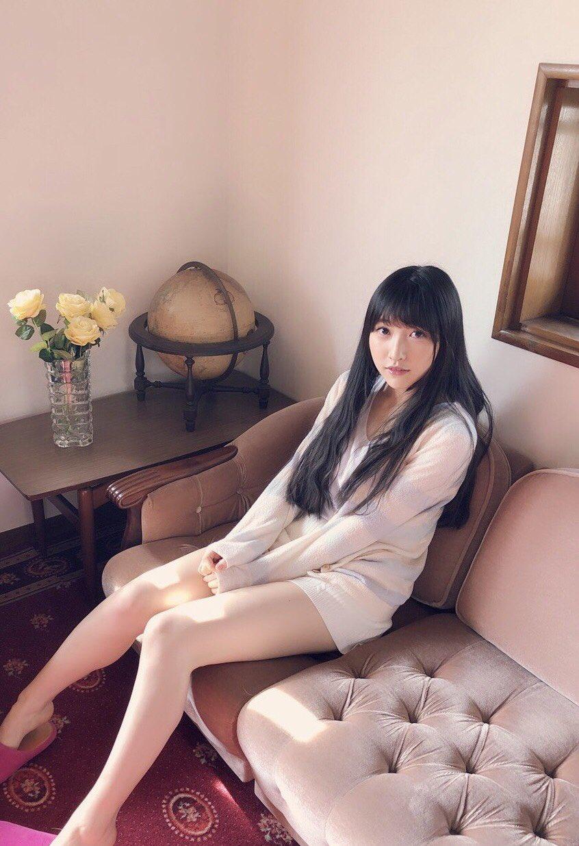 【画像】美人声優・山崎エリイさんのえっちな太もも