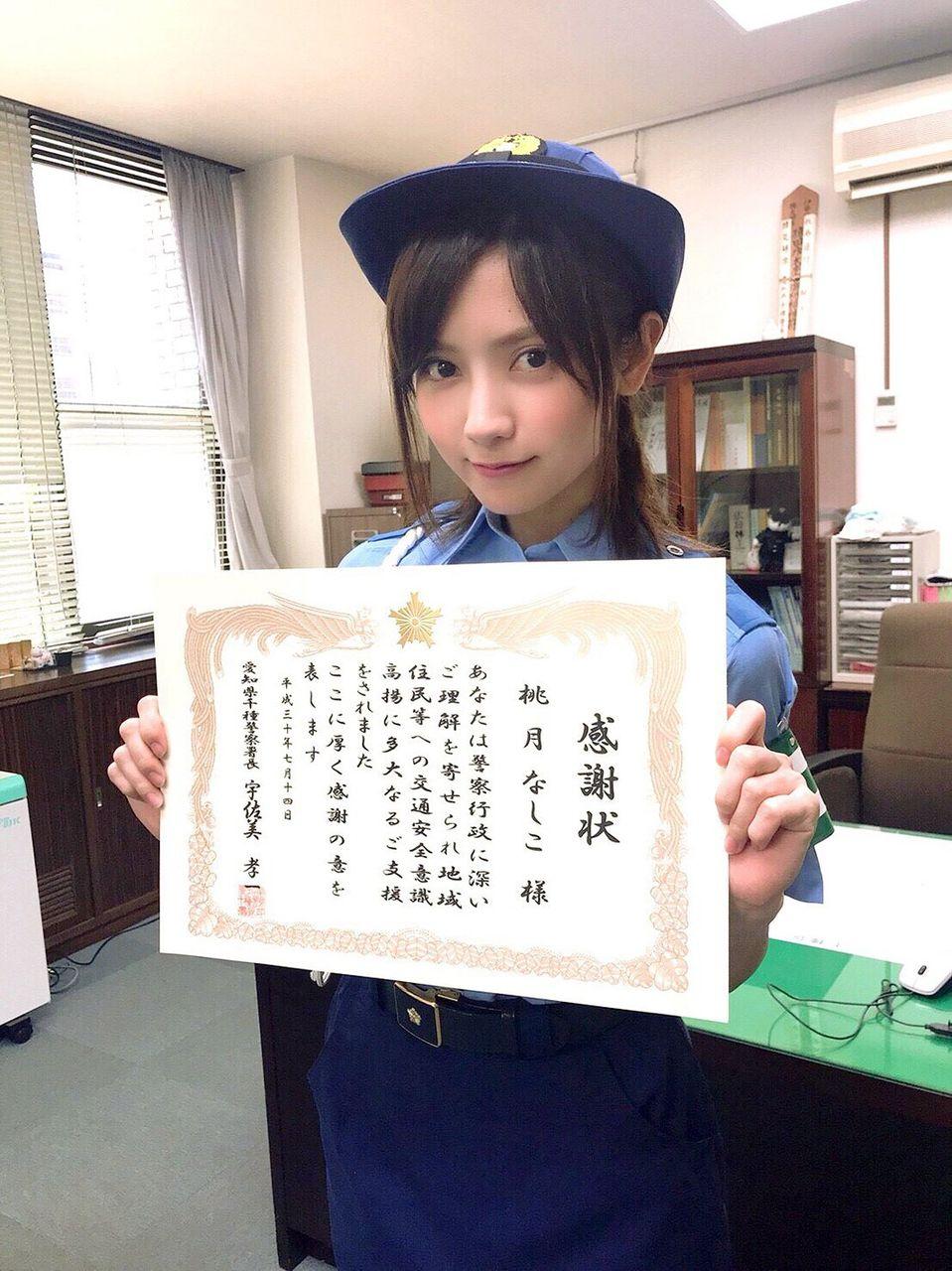 【看護師】「美人すぎる現役ナース」桃月なしこ、警察官姿もキュート