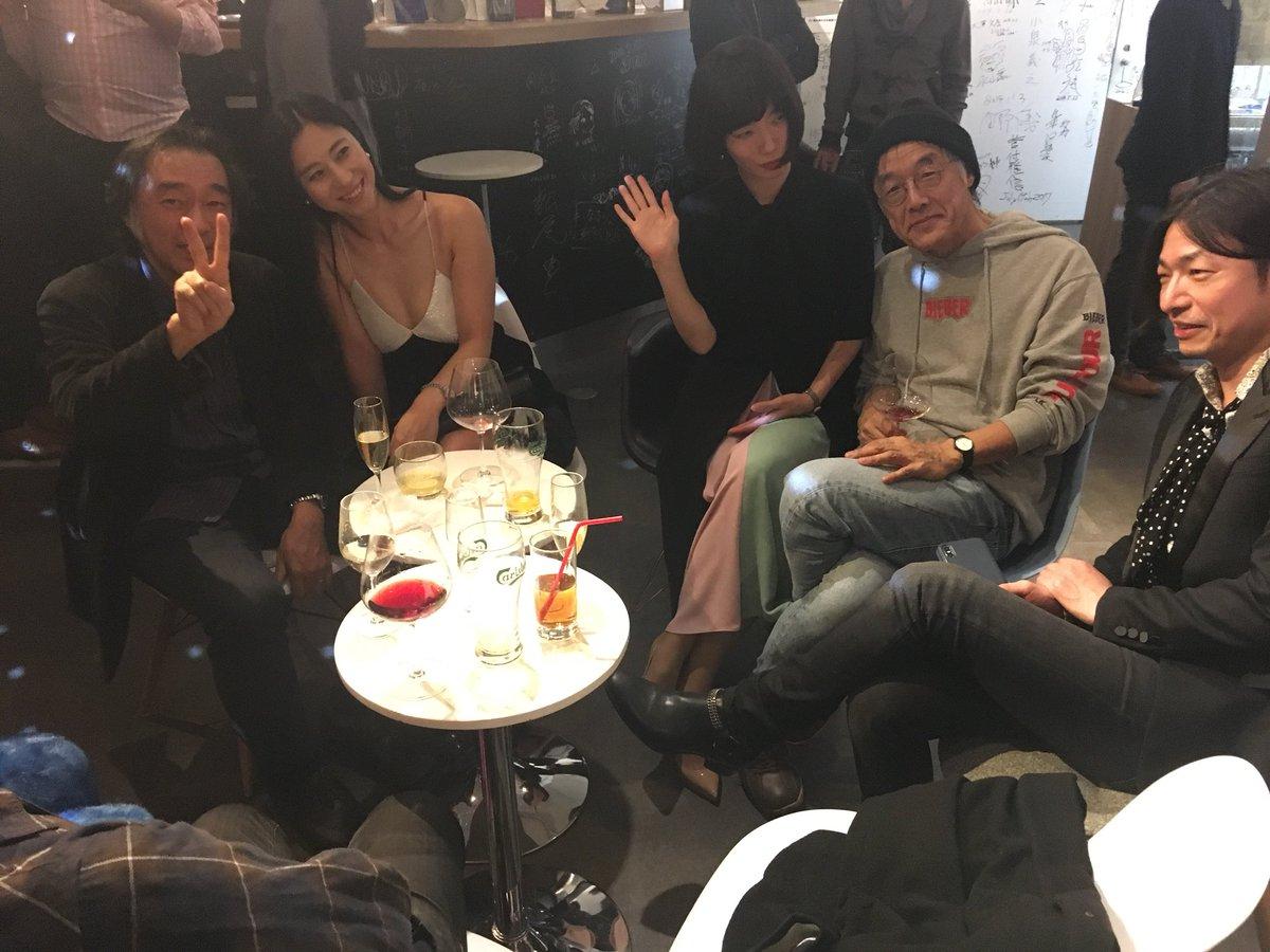 【画像】三浦瑠麗(37)が超セクシー衣装を大胆披露wwwwwwwwwwwww