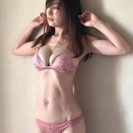 【芸能】熊田曜子、体重と体脂肪率の公開に驚きの声 「羨ましい!」「大変ですね…」49.5kg 体脂肪率は16.9%