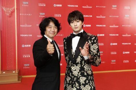 【かっこE】新田真剣佑、海外映画祭にド派手スーツで初参加!上海のファンが熱烈歓迎