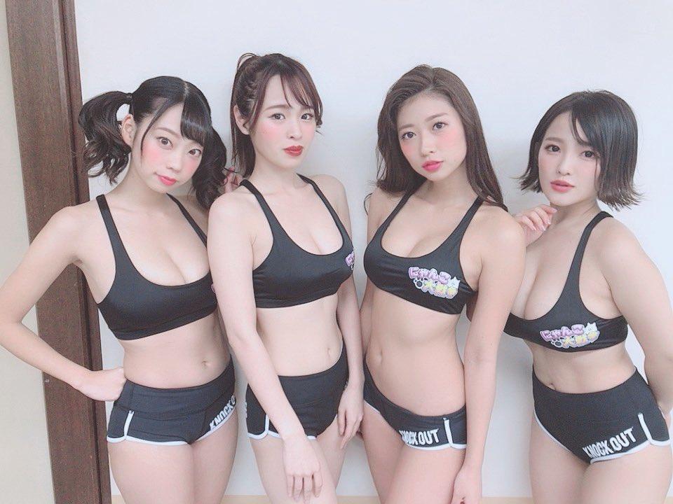 エッチな身体の女の子4人