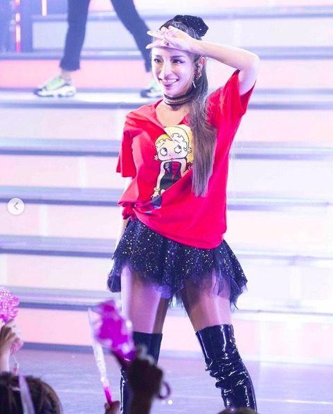 【芸能】浜崎あゆみ、ミニスカ&ピースサインのステージ写真公開に「格好良くて可愛い」