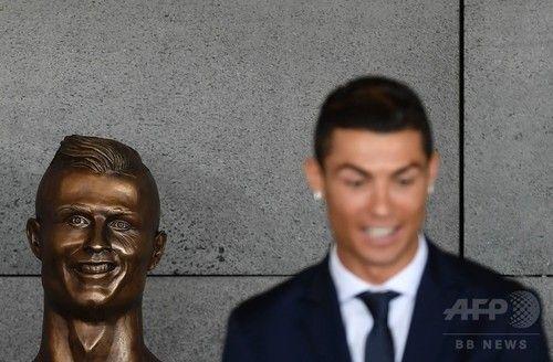 クリロナ「この銅像は誰だい?なぜ笑っているんだい?」