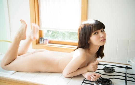 栗衣みい(全裸、すっぽんぽん)エロ画像