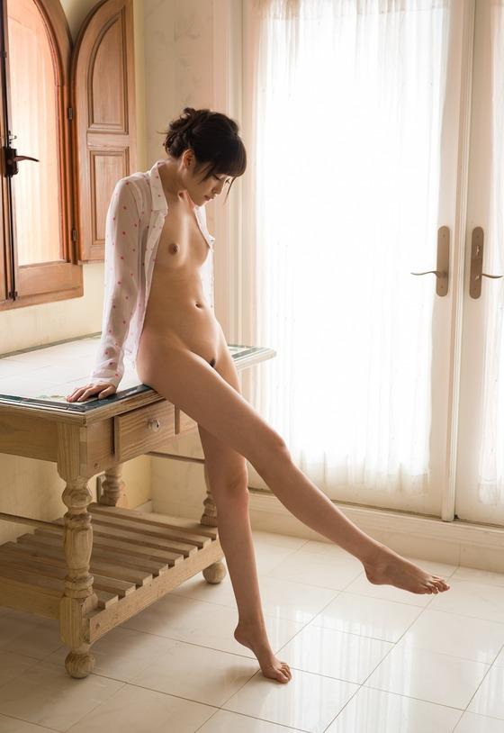 橋本ありな(裸シャツ)エロ画像