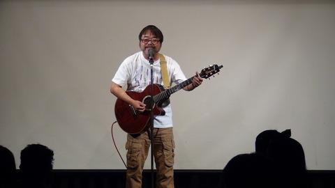 グレート義太夫さん。ギター漫談の完成度は圧巻!