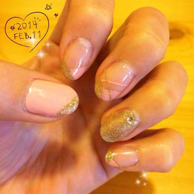 ピンクとゴールドのフレンチネイル