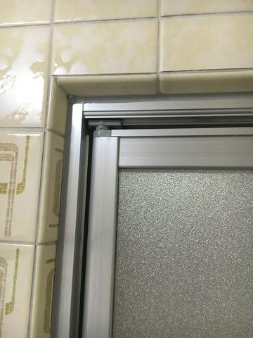 浴室側タイル部分はコーキング処理
