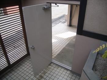 塗り替え後の鉄扉