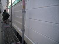 サイディング下塗塗装中