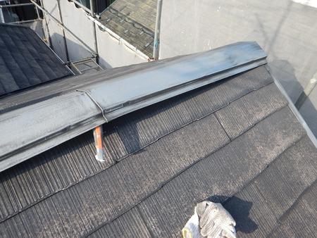 カラーベスト屋根の棟木の状態を確認