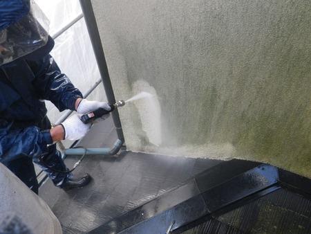 F邸 外壁高圧洗浄中