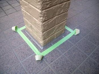 玄関柱根本のコーキング