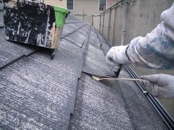 カラーベスト屋根雪止め金物の下と外周を先行下塗