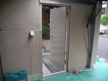 鉄扉塗装仕上がりの状態