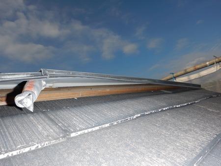 カラーベスト屋根の棟木の状態を確認 別アングル