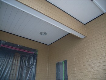 玄関天井部分 施工中の状況