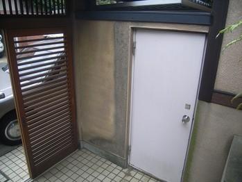 玄関側の鉄扉