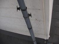 サイディングの縦目地の前の縦樋は取り外す