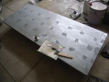 鉄扉のパテ処理