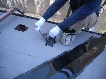 カラーベスト屋根雪止め金物の下の上塗1回目