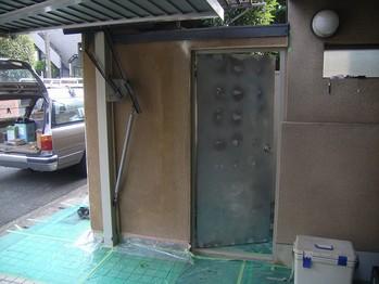庭側の鉄扉復旧