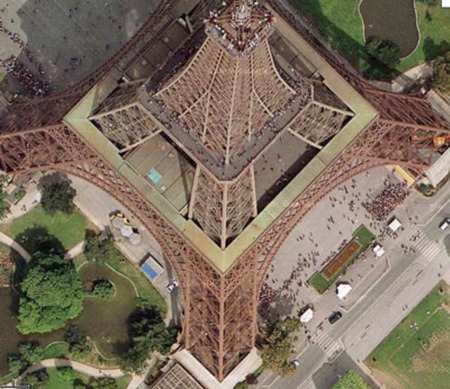 上から見たエッフェル塔
