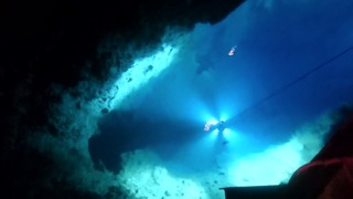 龍泉洞の地底湖2