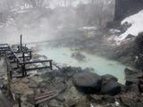黒湯温泉下の湯源泉口