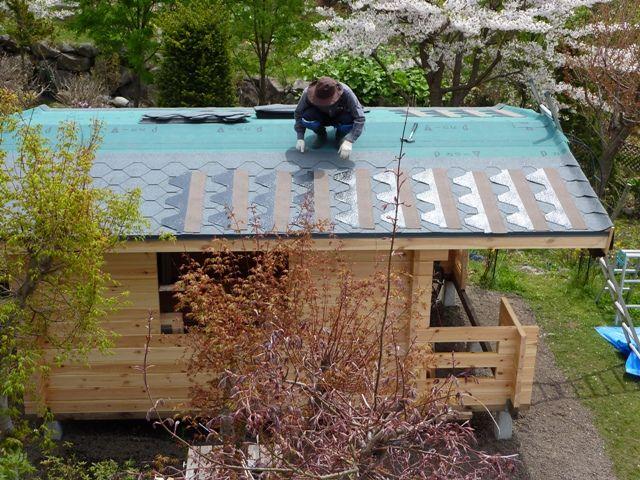 ログハウスの屋根作業