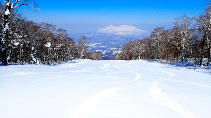 雪面は春の陽を浴びて