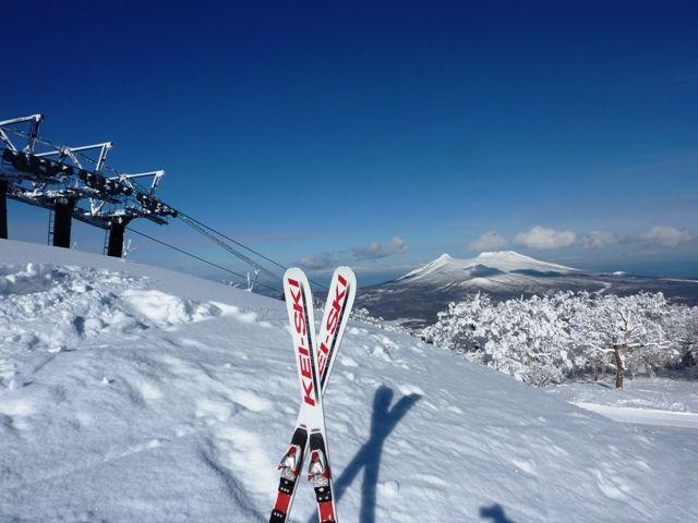 遠く蝦夷富士を眺めながらのスキー