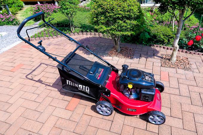 新しい芝刈り機がやってきた