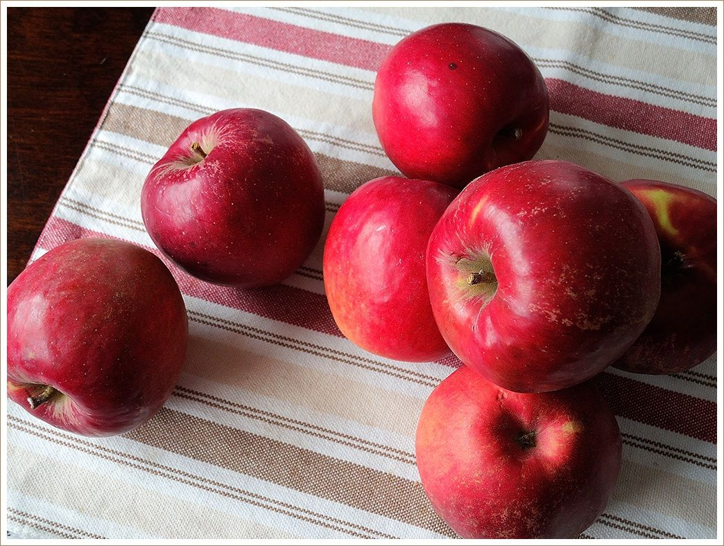 七飯産の紅玉でアップルパイ作り