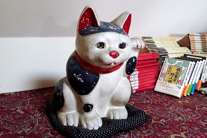 かなり年代物の招き猫 ②