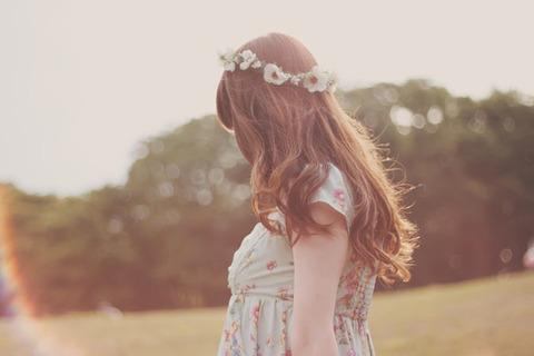 夏の少女 花飾り