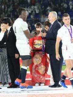"""イングランド選手が表彰式で""""メダル拒否""""川淵三郎氏が苦言「黙っていられない」"""
